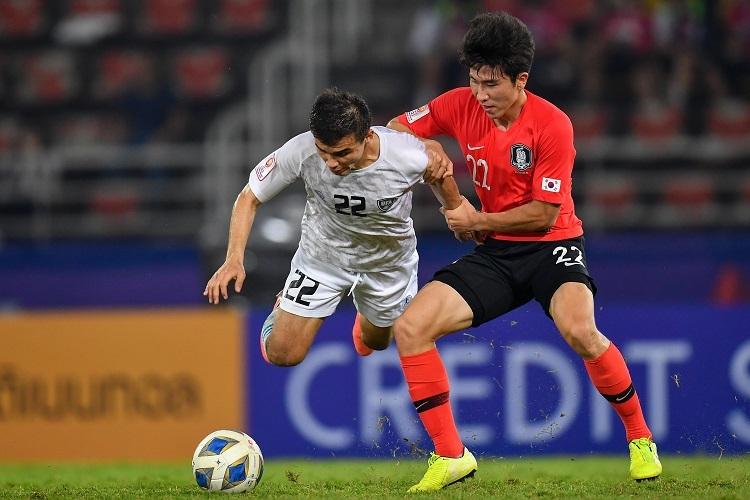 Hàn Quốc (phải) trội hơn Uzbekistan. Ảnh: AFC.