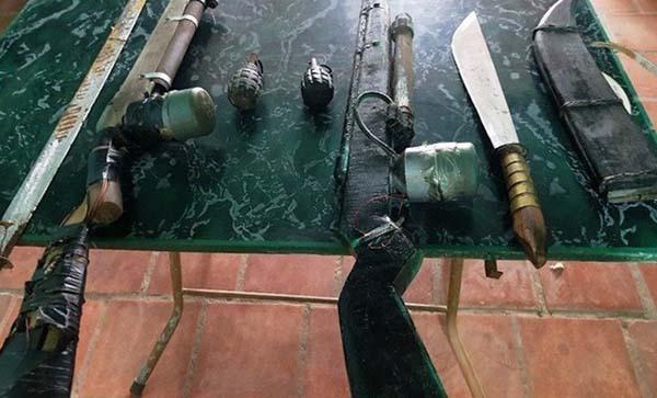 Số vũ khí nguy hiểm đã bị công an tỉnh Thanh Hoá thu giữ. Ảnh: Lam Sơn.