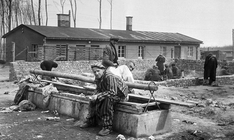 Tù nhân còn lạisau khi trạiBuchenwald ởĐứcđược giải phóng thang 4/1945. Ảnh: AFP.
