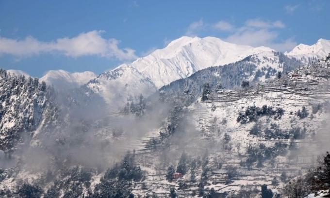 Núi tuyết ở thung lũngNeelum ngày 14/1. Ảnh: AFP.
