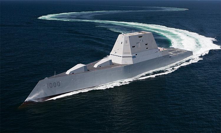 Khu trục hạm USS Zumwalt chạy thử trên Đại Tây Dương tháng 4/2016. Ảnh: US Navy.