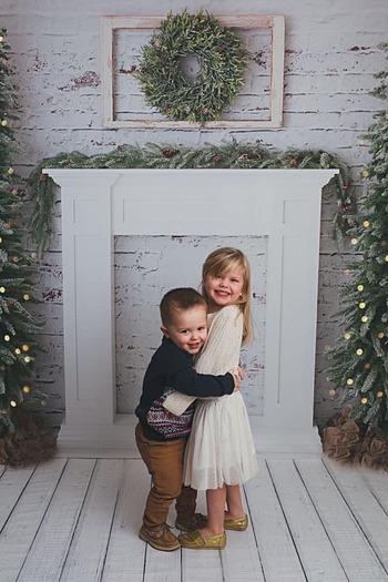 Kinley (phải) chụp cùng em trai. Ảnh: Branda Kostka