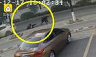 Tên cướp bị tóm gọn vì giật ví trước mặt cảnh sát