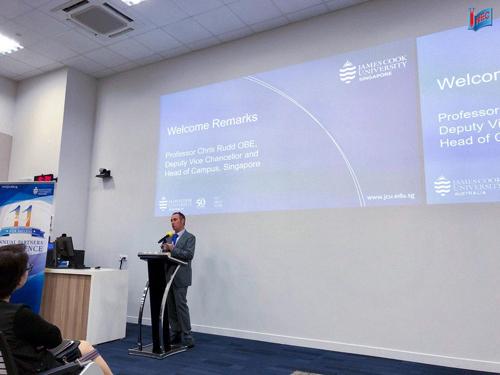 Ông Chris Rudd - Hiệu trưởng Đại học James Cook Singapore phát biểu chào mừng tại Hội nghị đối tác cấp cao thường niên của trường