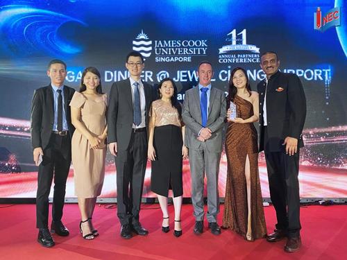 Đại học James Cook Singapore trao giải thưởng Best Performing Partner 2019 cho đại diện Du học INEC