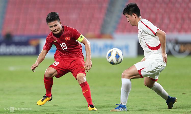 Quang Hải (trái) không thể giúp Việt Nam tái hiện kỳ tích. Ảnh: Đức Đồng.
