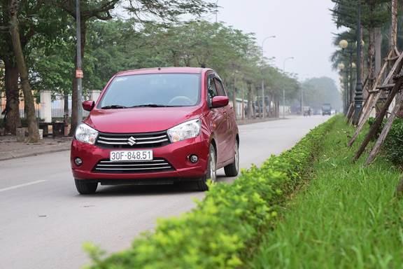 Suzuki Celerio trên đường phố Hà Nội.