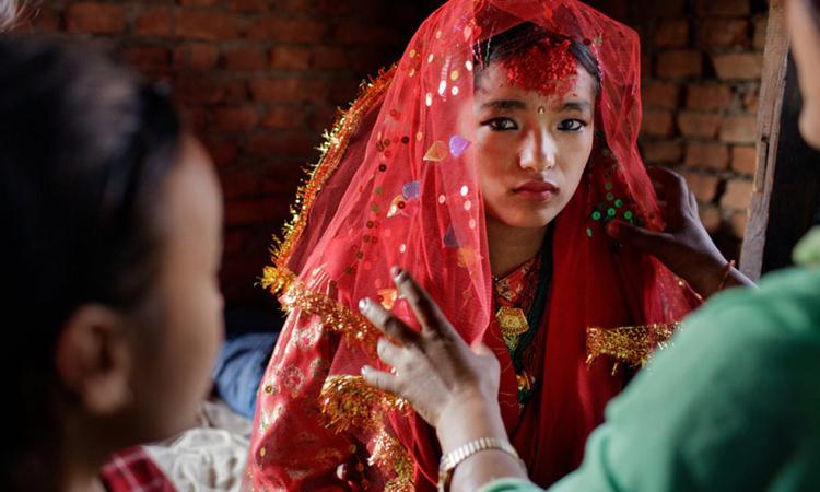 Anita trở thành cô dâu năm 16 tuổi tháng 2/2016ở thung lũng Kathmandu, Nepal. Ảnh:NY Times.