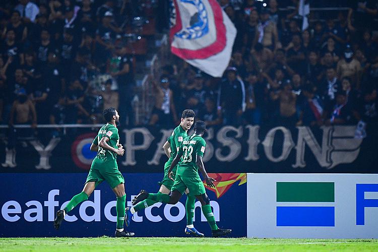 Al Hamddan (giữa) mừng bàn thắng cùng các đồng đội. Ảnh: AFC.