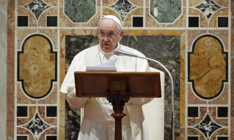 Giáo hoàng Francis phát biểu tại hội trường Sala Regia ở Vatican hôm 9/1. Ảnh: AFP.