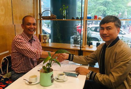 Giám đốc Trung tâm Bồi dưỡng nghiệp vụ VNPT Nguyễn Văn Minh bắt tay Nhà sáng lập FUNiX Nguyễn Thành Nam tại buổi ký kết trao đổi hợp tác.