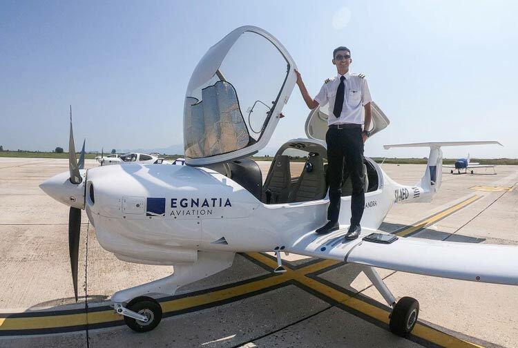 Seth Van Beek, 18 tuổi, là phi công thương mại trẻ nhất nước Anh. Ảnh: Seth Van Beek.