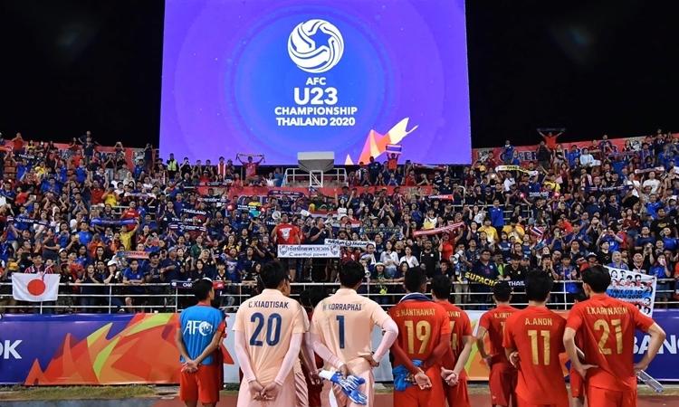 Cầu thủ Thái Lan cảm ơn khán giả sau khi dừng bước ở tứ kết U23 châu Á. Ảnh: FAT.