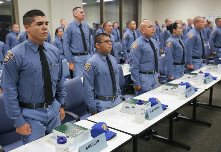 Học viên cảnh sát phải lên lớp nghe giảng. Scott Ball / Rivard Report.