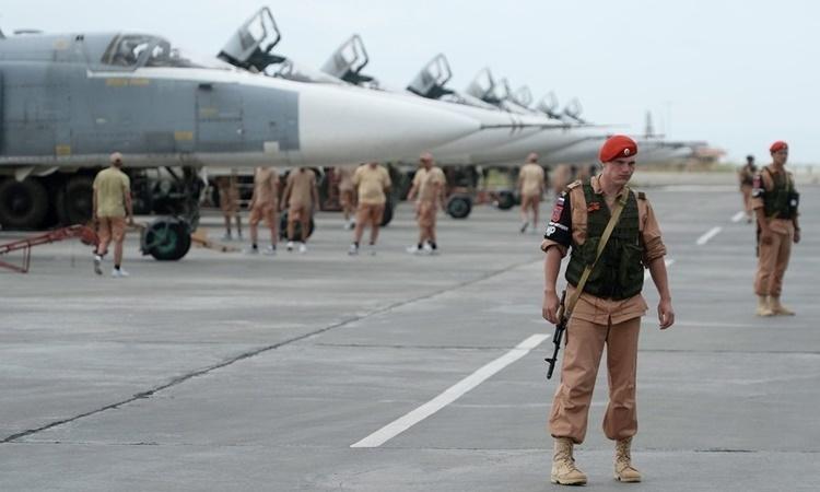 Các binh sĩ Nga tại căn cứ không quân Hmeimim ở Syria. Ảnh: Sputnik.