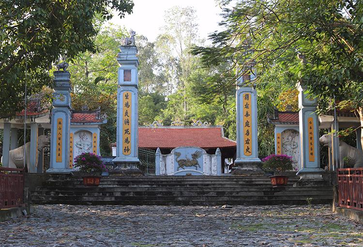 Đền thờ Bùi Cầm Hổ ở phường Đậu Liêu, thị xã Hồng Lĩnh. Ảnh: Đức Hùng