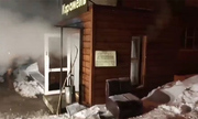 Khách sạn vỡ đường nước nóng, 5 người chết