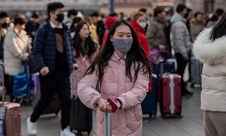 Người dân đeo khẩu trang khi tới ga đường sắt Bắc Kinh, Trung Quốc hôm nay. Ảnh: AFP.