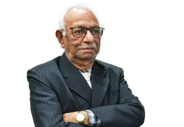 Trở thành tiến sĩ là ước mơ của ông Shrichandra từ năm 20 tuổi. Ảnh: The Live Nagpur.