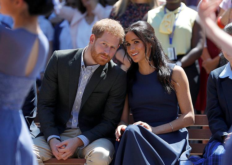 Harry - Meghan trong chuyến thăm một trường nữ sinh ở Sydney, Australia tháng 10/2018. Ảnh: Reuters