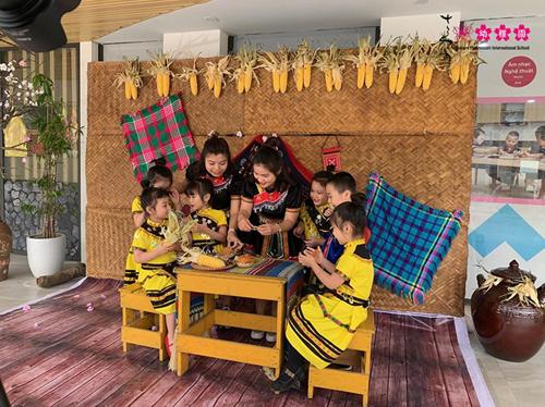 Các cô giáo và các con cùng xuất hiện trong MV ca nhạc Chúc Tết mọi nhà.
