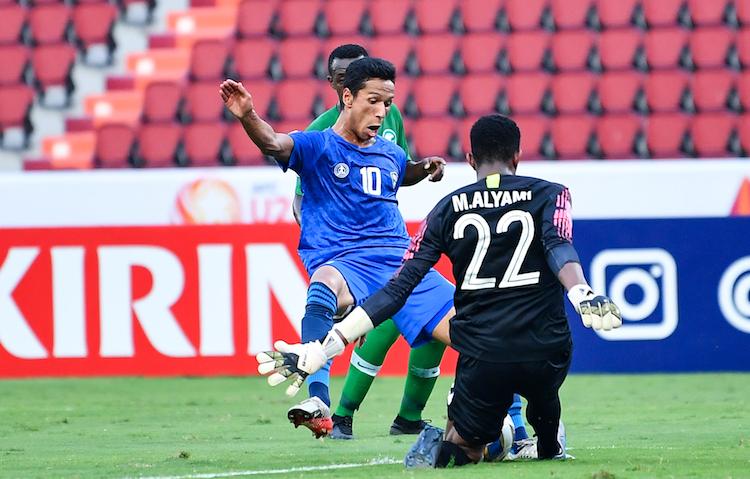 Tiền đạoAbdixolikov bỏ lỡ nhiều cơ hội, khiến Uzbekistan không thể chọc thủng lưới đối thủ. Ảnh: AFC.