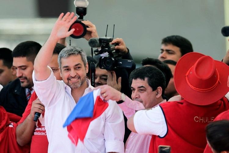 Tổng thống Benitez gặp người ủng hộ ởAsuncion, Paraguay hồi tháng 8/2019. Ảnh: Reuters.