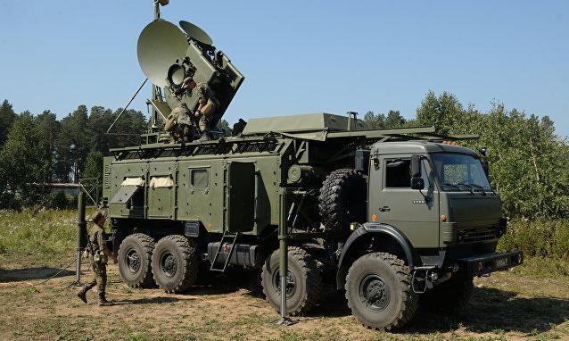 Lính Nga triển khai đài Krasukha-4 trong một cuộc tập trận. Ảnh: Sputnik.