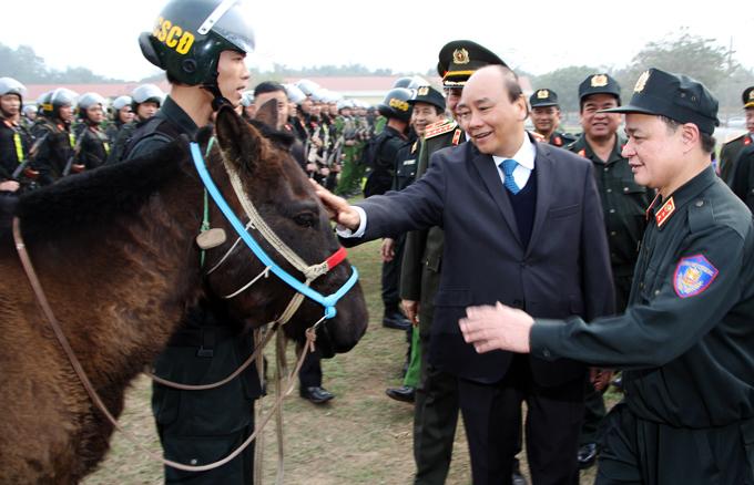 Thủ tướng Nguyễn Xuân Phúc trong buổi thị sát, kiểm tra Bộ Tư lệnh CSCĐ hôm 21/1.Ảnh. Trần Nam