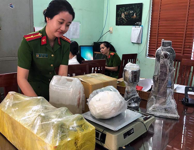 Tang vật tại xưởng sản xuất thuốc lắc bị thu giữ. Ảnh: Thái Hà.