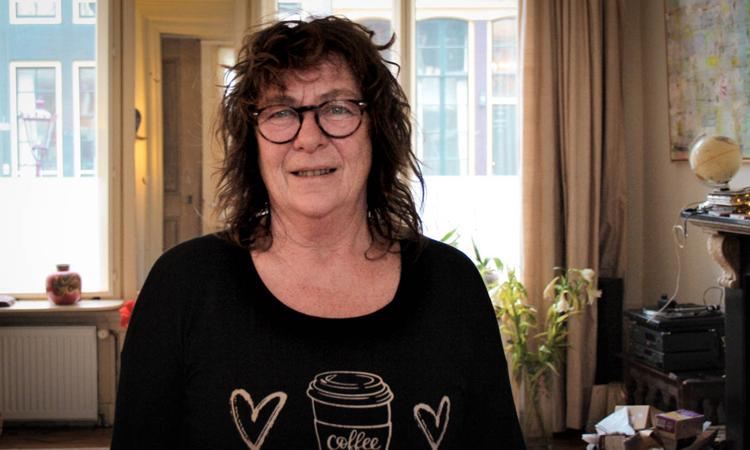 Martine Groen tại nhà riêng ở cạnh kênh Oudezijds Achterburgwal, De Wallen, thành phố Amsterdam. Ảnh: CNN.