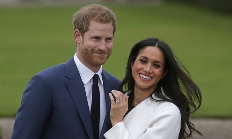 Vợ chồng Harry - Meghan tại Điện Kenshington, phía tây London hồi năm 2017. Ảnh: AFP.