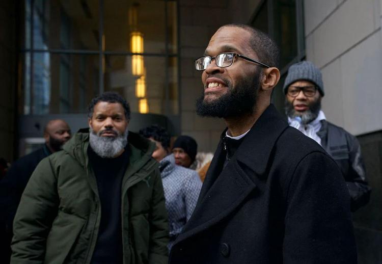 Theophalis Wilson bên ngoài tòa án. Ảnh: Philadelphia Inquirer.