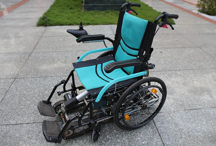 Chiếc xe lăn mà Nguyễn và Huy đã chế tạo. Ảnh: Nguyễn Hải.
