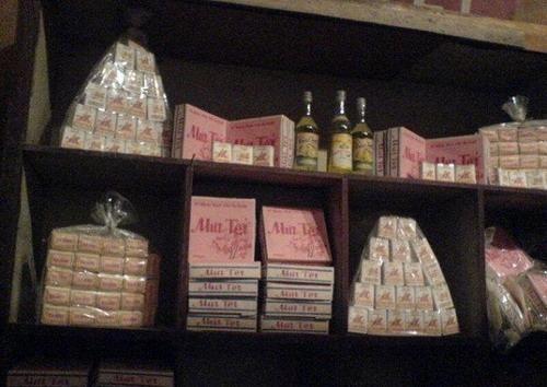 Những gói mứt Tết được bày bán ở tiệm tạp hóa. Ảnh tư liệu.