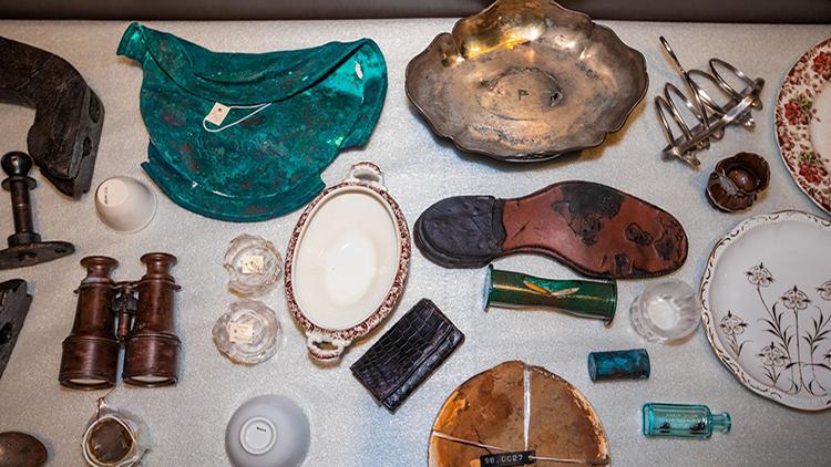 Những cổ vật trục vớt từ tàu Titanic lần đầu được trưng bày. Ảnh: Fox News.