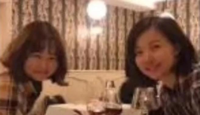 Bức ảnh cô gái đăng trên mạng xã hội cho thấy đang ở Pháp. Ảnh: Weibo.