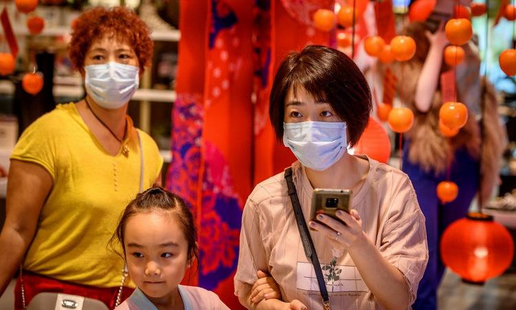 Người dân tại một khu mua sắm ở Bangkok, Thái Lan chiều nay. Ảnh: AFP.