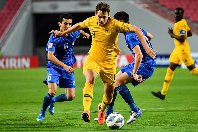 Australia (áo vàng) trở lại đấu trường Olympic sau 12 năm vắng bóng. Ảnh: AFC.