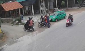 Taxi tông 11 người đi chơi Tết