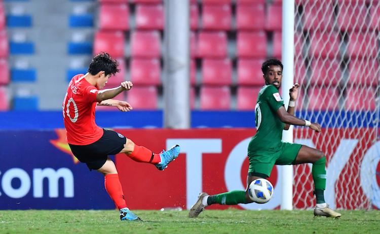 Hàng thủ chắc chắn của Saudi Arabia sụp đổ trong những phút cuối. Ảnh: AFC.