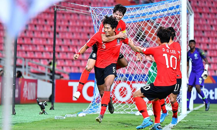 Jeong Tae-Wook trở thành người hùng khi ghi bàn quyết định, giúp Hàn Quốc vô địch. Ảnh: AFC.