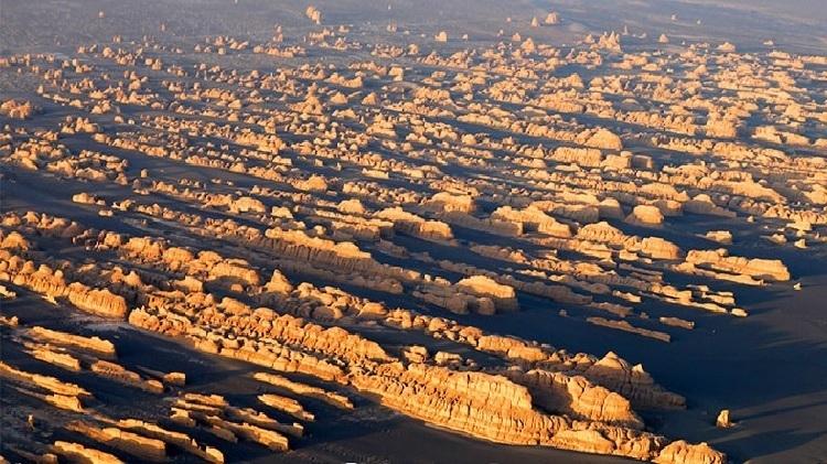 Địa chất hàng nghìn năm trên sa mạc