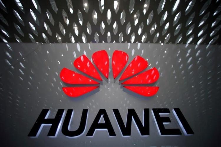 Logo của Tập đoàn Huawei tại sân bay quốc tế Thâm Quyến, Quảng Đông, Trung Quốc. Ảnh: Reuters.