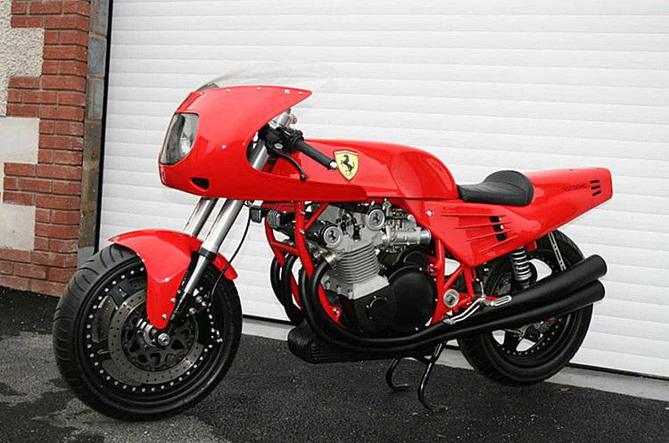 Mẫu môtô duy nhất được Ferrari chấp thuận cho chế tạo với logo của hãng. Ảnh: Bonhams