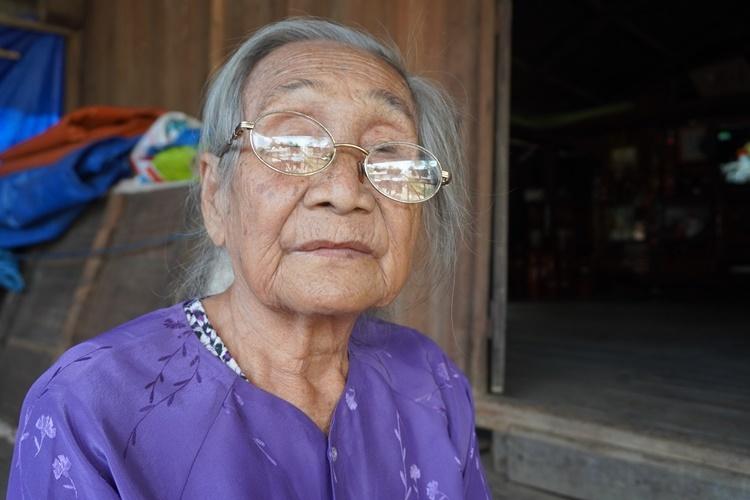 Bà Hnốt - người vợ hai của vua voi Amakong. Ảnh: Trần Hóa.