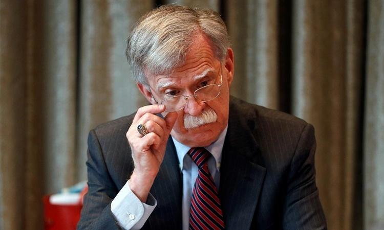 Cựu cố vấn an ninh quốc gia Mỹ John Bolton gặp gỡ báo chí trong chuyến thăm London, Anh, tháng 8/2019. Ảnh: Reuters.