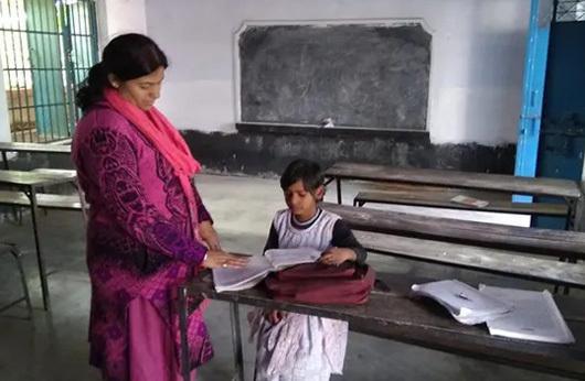 Cô Priyanka Kumari là một trong hai giáo viên giảng dạy cho Janhavi Kumari. Ảnh: Manoj Chaurasia.