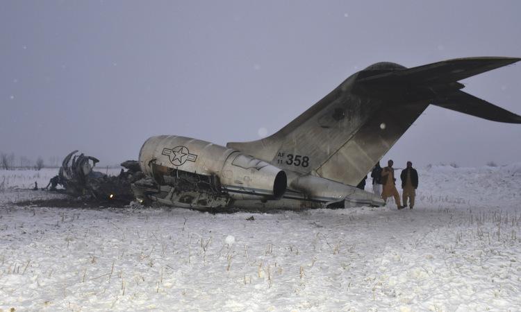 Xác chiếc E-11A rơi tại tỉnh Ghazni hôm 27/1. Ảnh: AP.