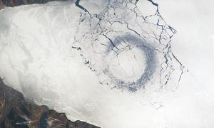 Những vòng tròn băng khổng lồ trên hồ Baikal